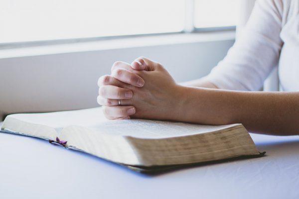 2018-07-01-Carola-Holfeld-Gebet-für-die-Gemeinde-600x400