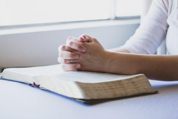 prayer-1308663_960_720-600x400