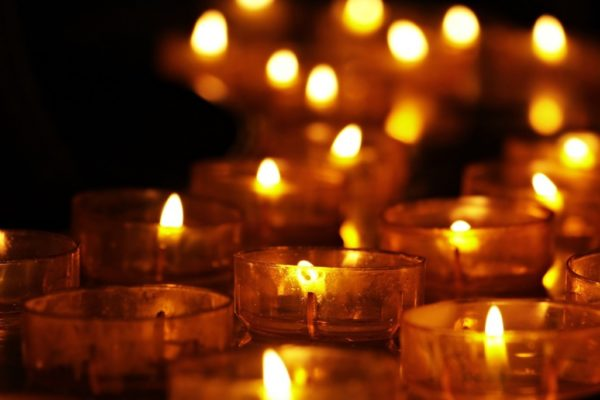 tea-lights-3612508_1280-600x400